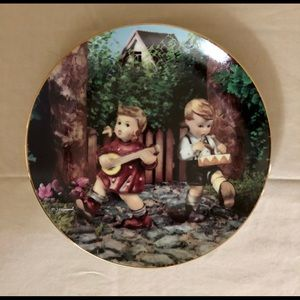 """M.J. Hummel """"Private Parade"""" Collectible Plate"""